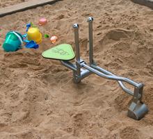 Sandbagger Julian
