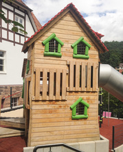 Spielhaus Pinocchio mit Röhrenrutsche